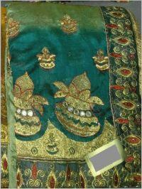 pecking saree embroidery design
